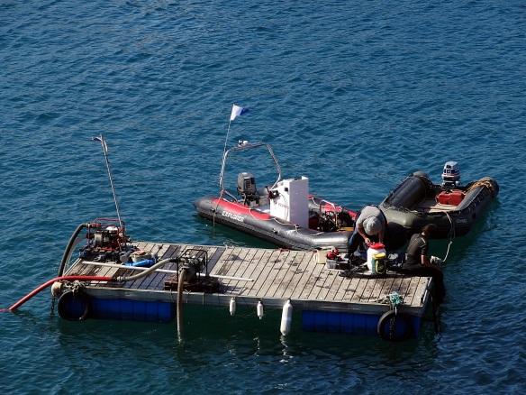 Port Vendres , l'Aresmar en plein Travail le 10 Aout 2012 .